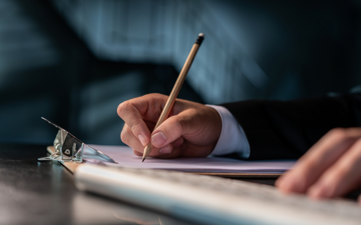 Closeup,Of,Office,Manager,In,Suit,Holding,A,Pencil,With